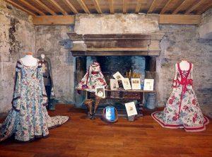 Exposición en una fortaleza medieval